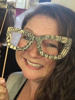 Tami zentangled glasses.jpg